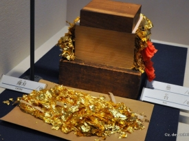 A block of thousands of gold leaves and the flake residue