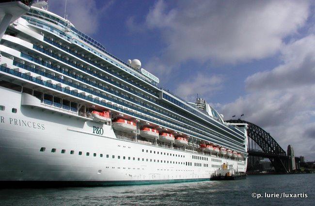 Cruise liner in Sydney Harbour